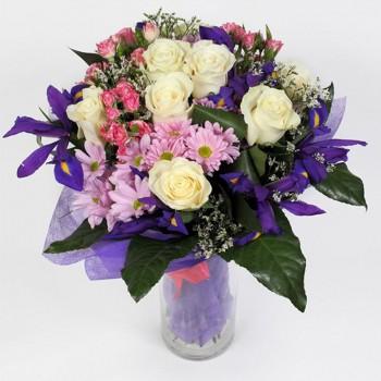 Букет № 39 из белых роз, ирисов и хризантем