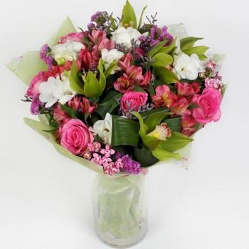 Букет № 40 сборный из орхидей, роз, альстромерии и фрезии