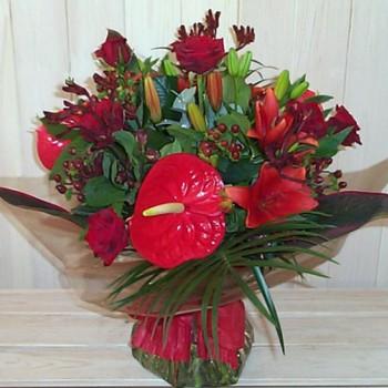 Букет № 61 из антуриумов, лилий и роз