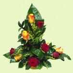Корзина № 5 из роз и декоративной зелени